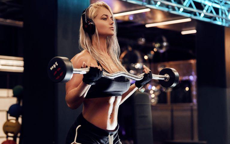 トレーニングを行う女性の画像検索結果