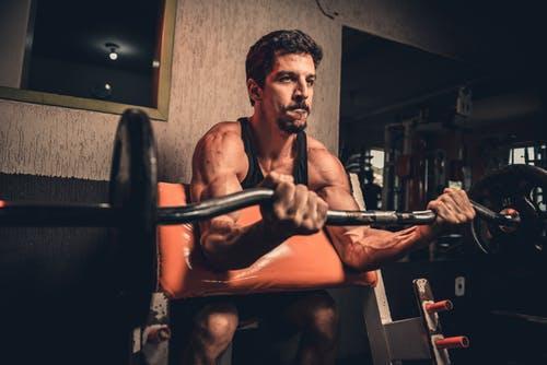 運動する筋肉質な男性画像検索結果