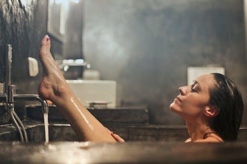 入浴女性画像検索結果