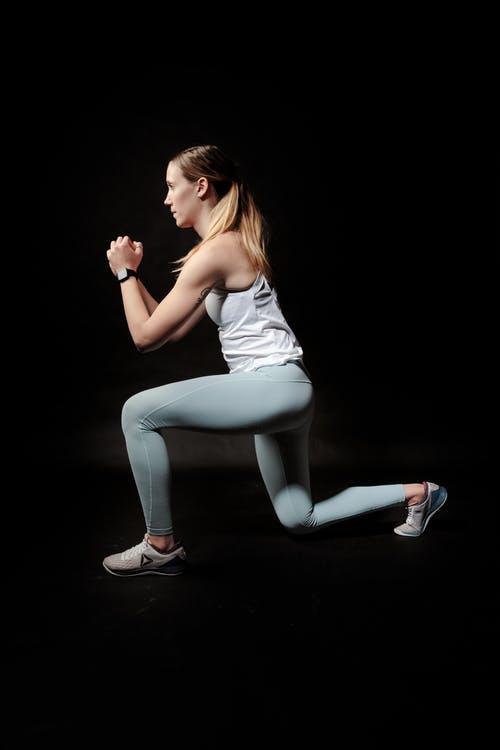 運動する女性の画像検索結果