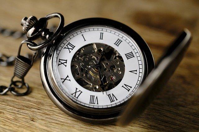 手動巻き時計の画像