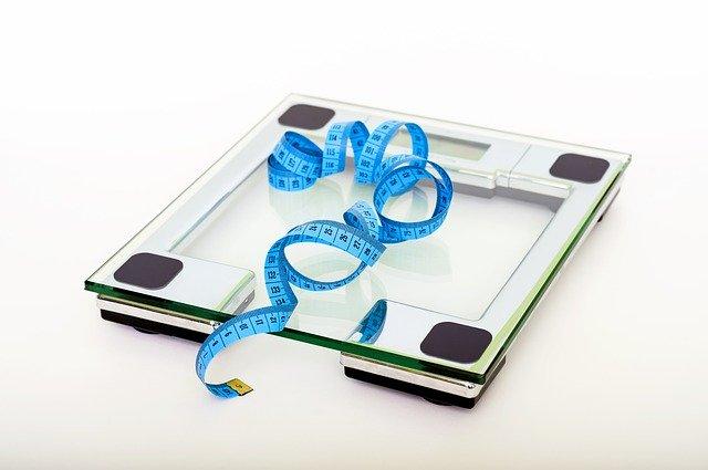 体重計とメジャーの画像