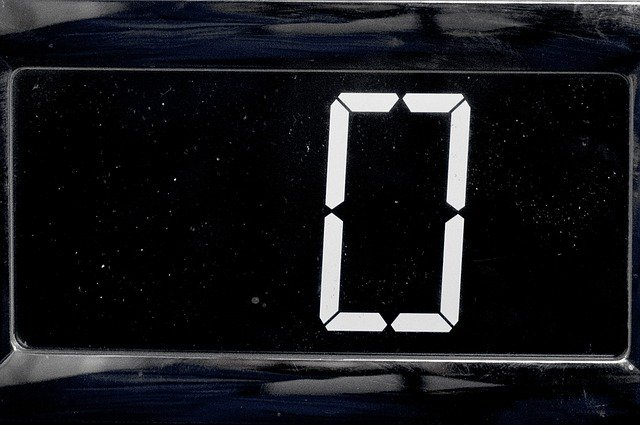 デジタル時計にゼロと表示されている画像